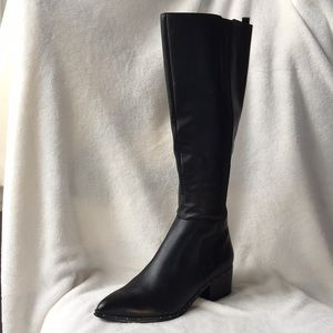 Bleeker & Bond Leather Ladies Boots size 7 in box